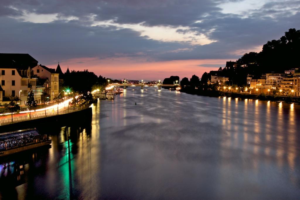 Heidelberg Blick vom alten Tor den Neckar hinab